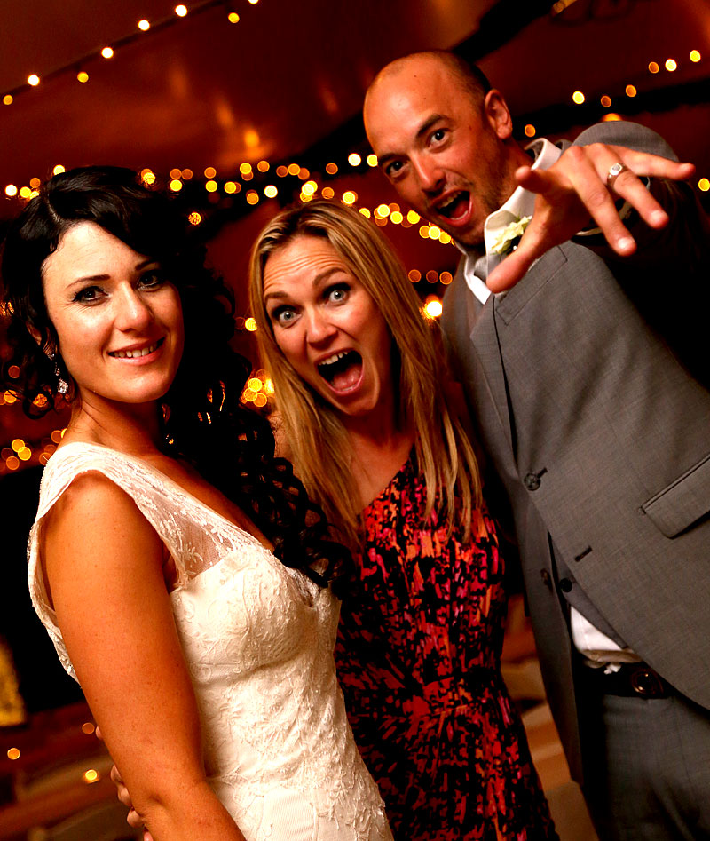 Wedding Singer with happy bride and groom in Wanaka